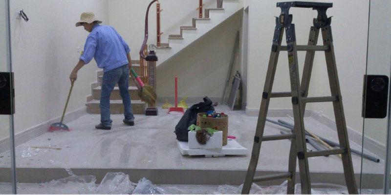 Nhân viên HOÀNG HÀ đang vệ sinh sau công trình